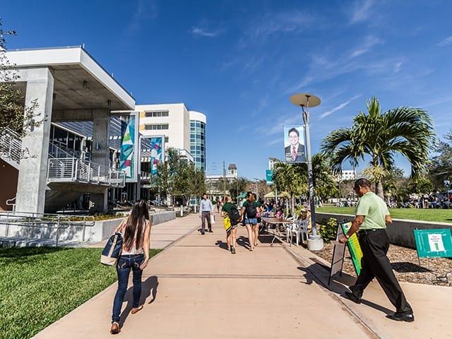 美しく広大なアメリカ大学のキャンパスで学び、キャンパス内の施設も利用できる!