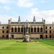 イギリスの有名大学へ進学したい!難関でもクリアできる進学プログラム