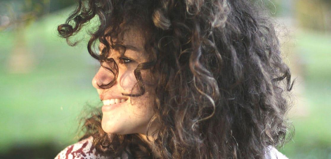 知らないと髪の毛がゴワゴワ!留学中に気を付けたいヘアケア